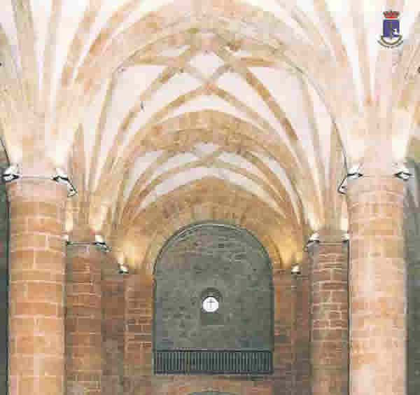Arcos interiores de la iglesia